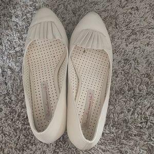Modcloth ivory pleat kitten heels sz 8. Worn once